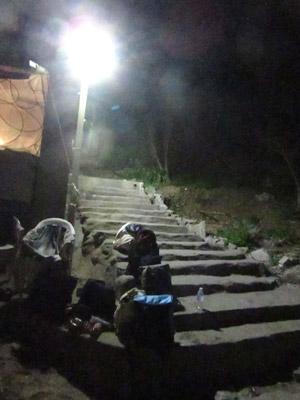 バグースへのアクセス(階段)